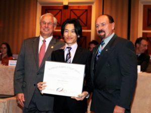 アメリカのインプラント学会AAID認定を取得した歯科医師による治療
