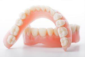 歯が1本もない方にお勧めのインプラントオーバーデンチャーのイメージ